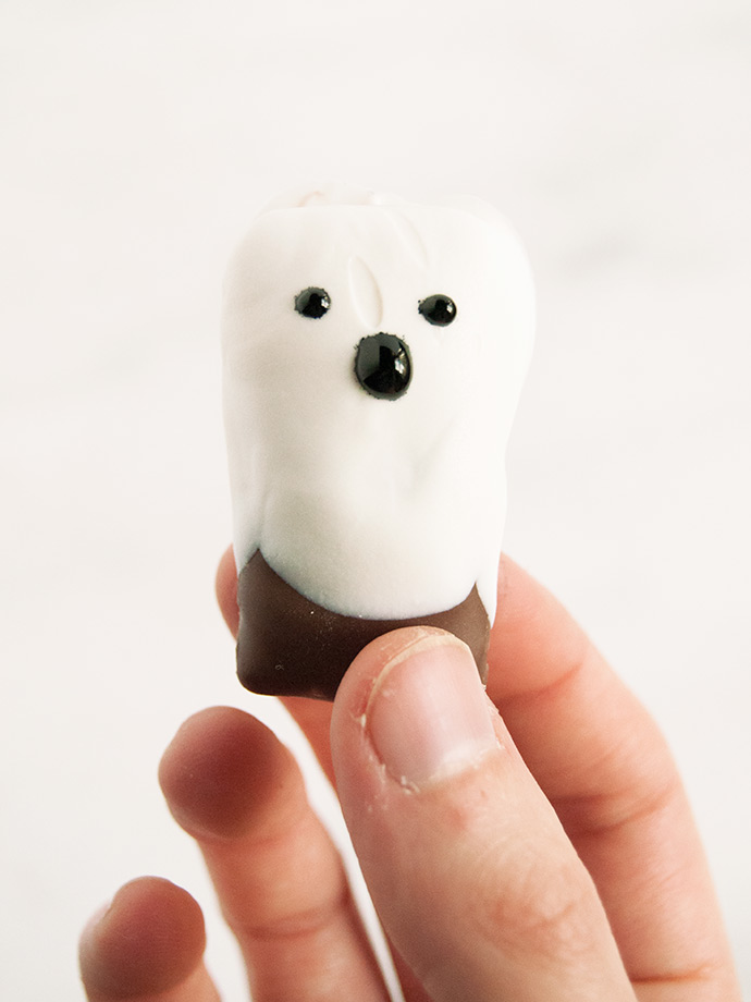 Dip and Drip Chocolate Ghosts